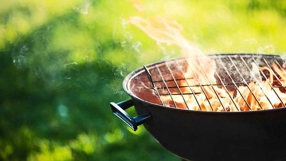 Grillunfälle vermeiden: 5 Fehler, die das Grillen gefährlich machen - Foto: iStock