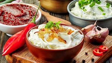 Grillsaucen einfach selbst machen: Mit diesen 5 Rezepten klappts! - Foto: iStock