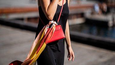 Halstuch binden: 10 coole Styling-Ideen für das Trend-Accessoire - Foto: GettyImages