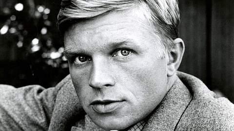 Hardy Krüger verdankte sein Überleben dem Schicksal und seinem Mut. - Foto: IMAGO / KHARBINE-TAPABOR