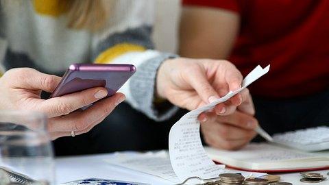 Haushaltsbuch führen: Die private Buchhaltung hilft beim Überblick über die eigenen Finanzen - Foto: megaflopp/iStock
