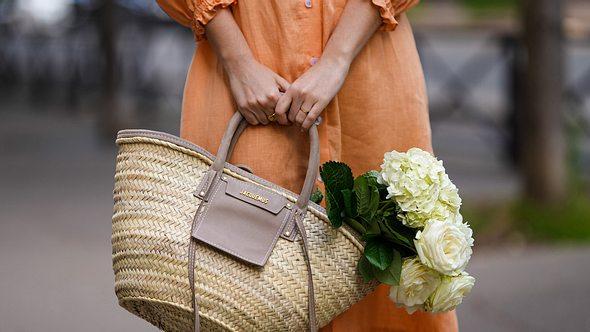 Dieses Kleid steht garantiert jeder Frau - unabhängig von Alter und Figur! - Foto: Edward Berthelot/Getty Images