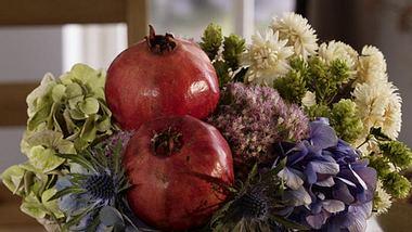 herbstliche deko mit granataepfeln - Foto: deco&style
