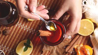 Hibiskustee ist ein unterschätztes Heilmittel. - Foto: iStock