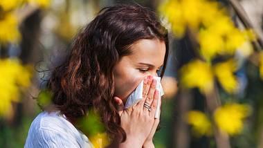 Diese Medikamente helfen bei Heuschnupfen. - Foto: iStock/razyph