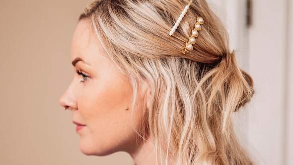 Diese genialen Hochsteckfrisuren für mittellange Haare sollte jede Frau kennen! - Foto: knape/iStock