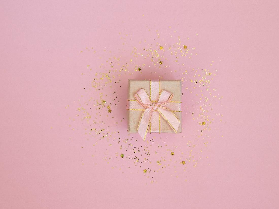 Rosa Hochzeitsgeschenk mit Glitzer