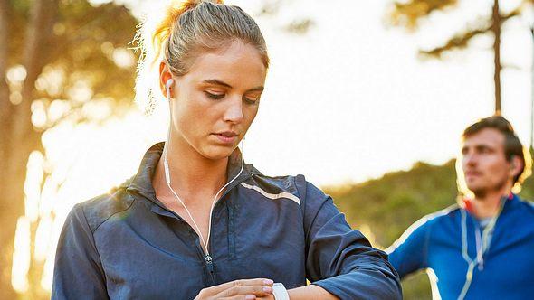 Intervalltraining zu laufen ist sehr effektiv und steigert deine Fitness in kurzer Zeit. - Foto: Nomad/iStock