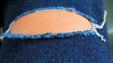 Deine Jeans stinkt: Das hilft! - Foto: Istock