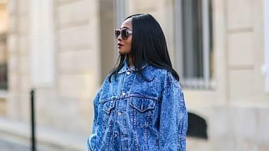 Jeansjacke kombinieren: So stylst du den Denim-Klassiker richtig! - Foto: Edward Berthelot/Getty Images