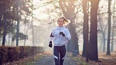 Joggen im Winter: 5 Tipps für ein effektives und gesundes Workout - Foto: iStock/ praetorianphoto