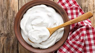 Joghurt selber machen ist ganz leicht. - Foto: iStock/YelenaYemchuk