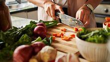 Frisch kochen: So bleiben deine Lebensmittel länger haltbar - Foto: iStock/Lyndon Stratford