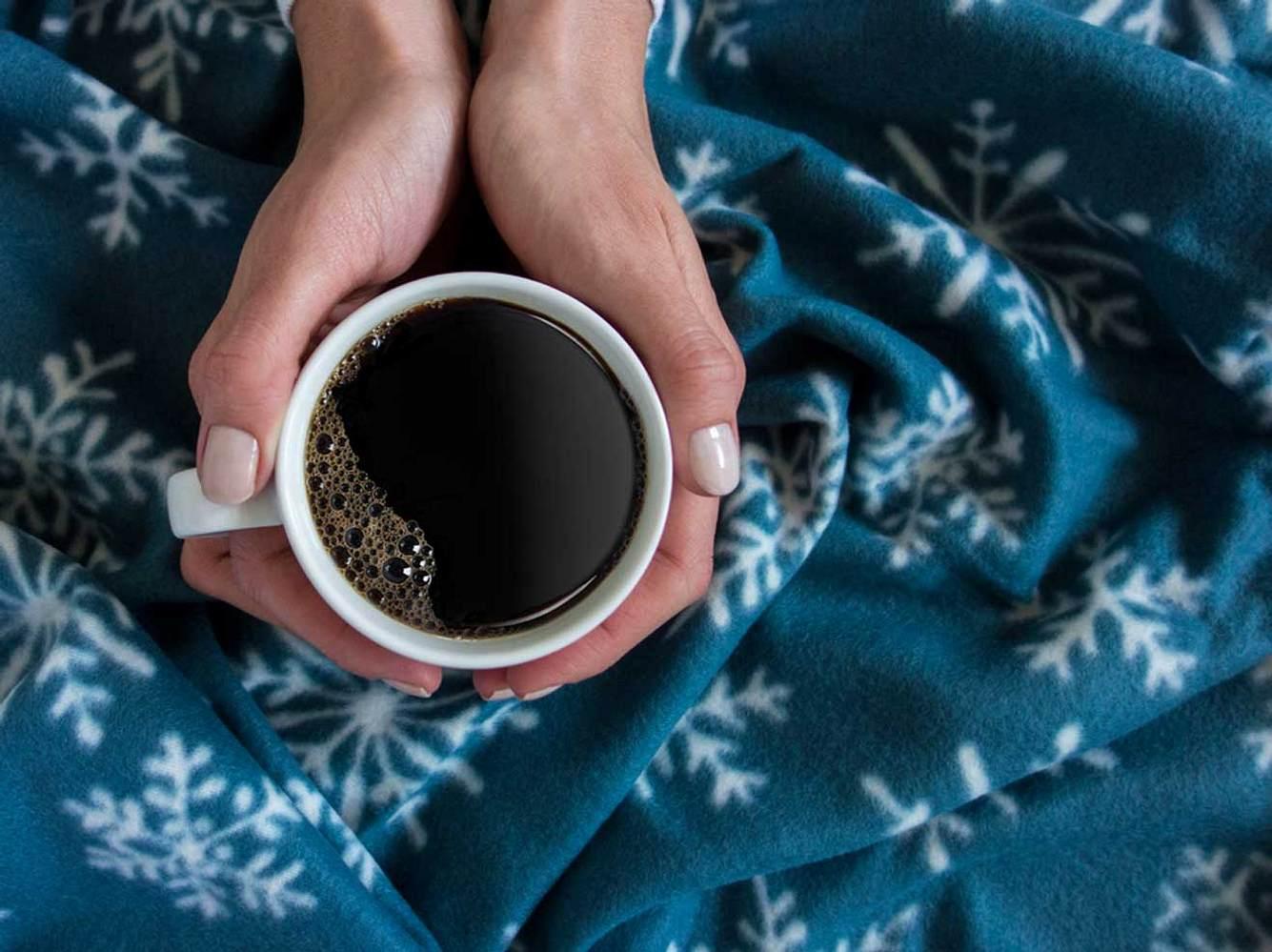 Bei einer Kaffee-Unverträglichkeit kommen mehrere Faktoren zusammen.