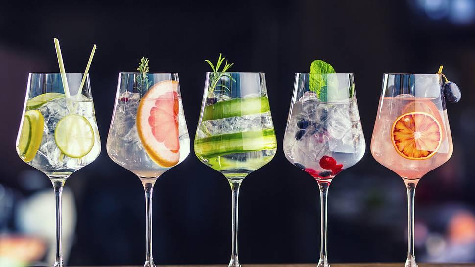 Kalorienarme Cocktails: 6 Drinks, die du getrost bestellen kannst - Foto: iStock/MarianVejcik