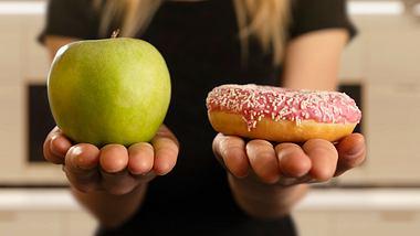 Kalorienarme Snacks helfen effektiv gegen Heißhunger. Wir haben hier die leckersten gesunden Sattmacher. - Foto: iStock