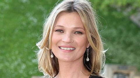kate moss brust glas - Foto: Getty Images