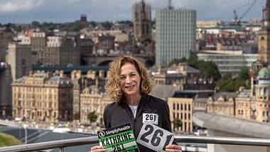 Kathrine Switzer mit ihrer berühmten Startnummer 261. - Foto: PR Airbnb