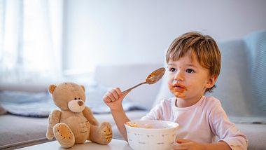 Kinder lieben ihr eigenes Kinderbesteck mit Gravur und fühlen sich wie die Großen - Foto: iStock / dragana991