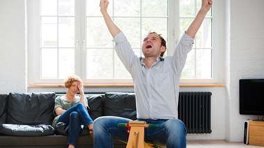 10 Dinge, an denen du erkennst, dass dein Mann kindisch ist - Foto: iStock