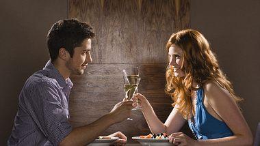 kochen beim ersten date - Foto: Thinkstock