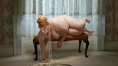 kontroverse fotos kurvig schoen oder viel zu dick - Foto: Julia Fullerton-Batten/ Facebook