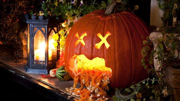 Der kotzende Kürbis ist an Halloween ein Hit für Kinder - Foto: tshortell/iStock