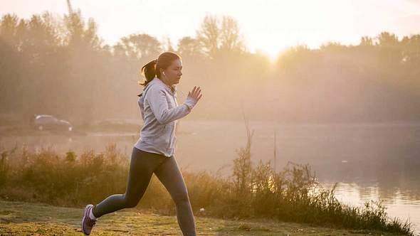 Krafttraining für Läufer: 4 Übungen, mit denen du alles trainierst - Foto: iStock/ Nastasic