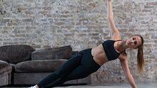 Die seitliche Plank ist eine tolle Übung für das Krafttraining zu Hause. - Foto: iStock/undrey