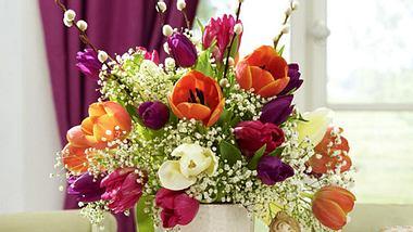 kreative deko ideen mit tulpen - Foto: deco&style