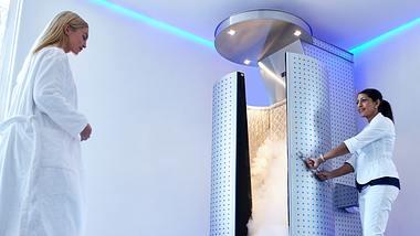Kryotherapie: Hilft ein Kälteschock gegen Cellulite? Unser Selbsttest in der Kältekammer! - Foto: jacoblund/iStock