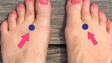 Massiere diesen Punkt an deinem Fuß und deine rasenden Gedanken kommen zur Ruhe. - Foto: Wunderweib.de