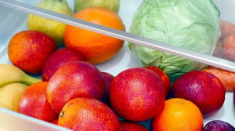 Kühlschrank Klemmschublade mit Gemüse und Obst - Foto: iStock/Ekaterina79