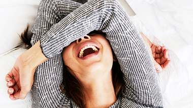 Lachend Kalorien verbrennen: So nimmst du durch Lachen ab! - Foto: iStock