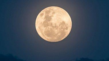Vollmond im Dezember: Die längste Vollmondnacht des Jahres - Foto: iStock/ Merrillie