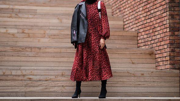 Lederjacke kombinieren: Diese 5 coolen Leder-Looks liegen immer im Trend!  - Foto: Christian Vierig/Getty Images