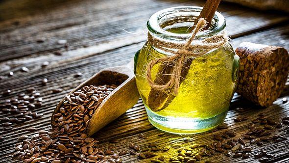 Leinöl: Gesund und mit einer erstaunlichen Wirkung - Foto: fcafotodigital/iStock