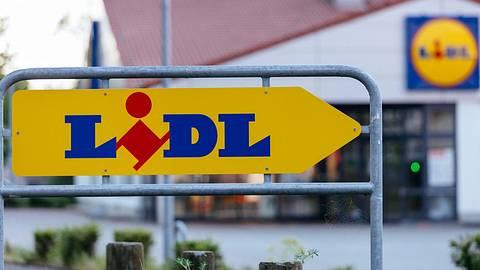 Lidl muss einen Salami-Snack zurückrufen. - Foto: imago images / Future Image