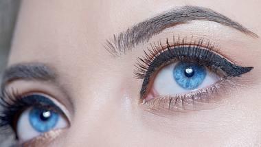 So ziehst du dir den perfekten Lidstrich mit Eyeliner - Foto: iStock