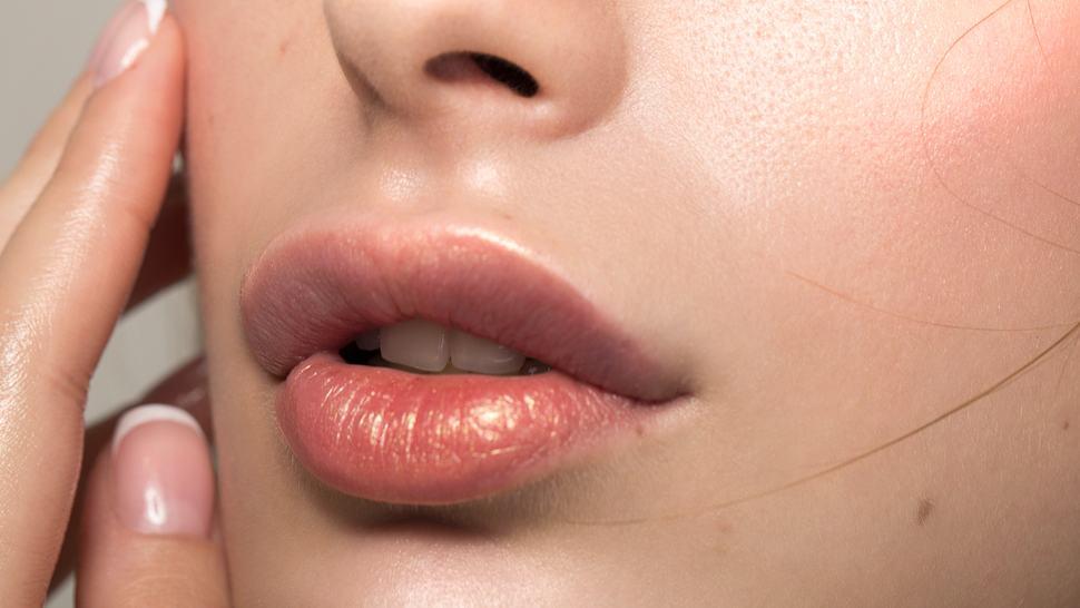 Lippen vergrößern ohne OP: Diese genialen Beauty-Tricks und Hausmittel zaubern vollere Lippen - Foto: svetikd/iStock