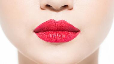 Dieser rote Lippenstift steht jeder Frau - Foto: Istock
