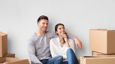 """Wie """"Living-apart-together"""" funktioniert und warum es sogar die Beziehung verbessern kann, verraten wir hier. - Foto: iStock"""
