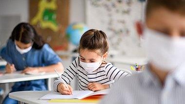 Lockdown-Studie: So wenig lernen Kinder während der Pandemie - Foto: iStock/Halfpoint