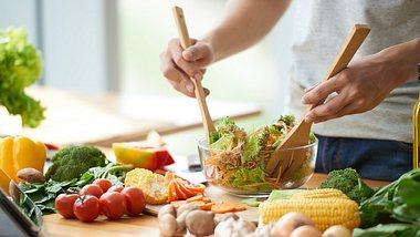 Low-Carb-Ernährung kann sehr lecker sein  - Foto: iStock/OlgaMiltsova