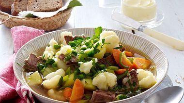 Abnehmen mit Genuss, kein Problem mit unseren leckeren Low Carb Suppenrezepten. - Foto: Food & Foto Experts