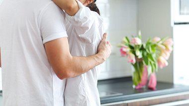 Erwischt! Aber warum gehen Männer fremd? - Foto: iStock