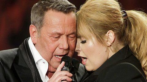 Maite Kelly und Roland Kaiser singen Klingelt hell ihr Glocken. - Foto: Getty Images/WireImage