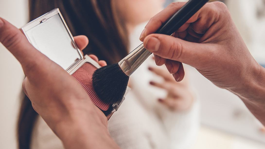 Dieser neue Make-Up-Trend lässt dich sofort jünger aussehen! - Foto: eclipse_images/iStock