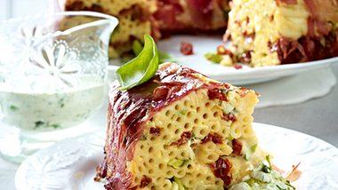 Makkaroniauflauf in seiner schönsten Form, als Torte! - Foto: House of Food / Bauer Food Experts KG