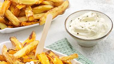 Mayonnaise ohne Ei ist schnell gemacht und tauglich für den Sommerburger. - Foto: House of Foods